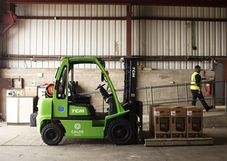 Green FLT with a Calor BioLPG logo on the side. Inside a warehouse, lifting pallets