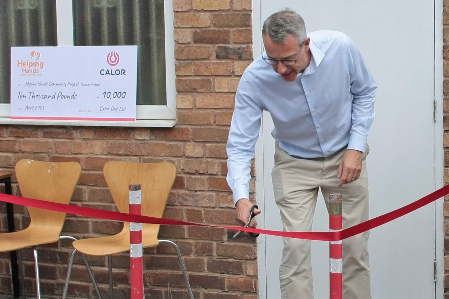 Mathew Hickin CEO of Calor cutting the ribbon of the new Helping Hands centre in Leamington