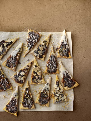 Christmas tarts cut into triangles