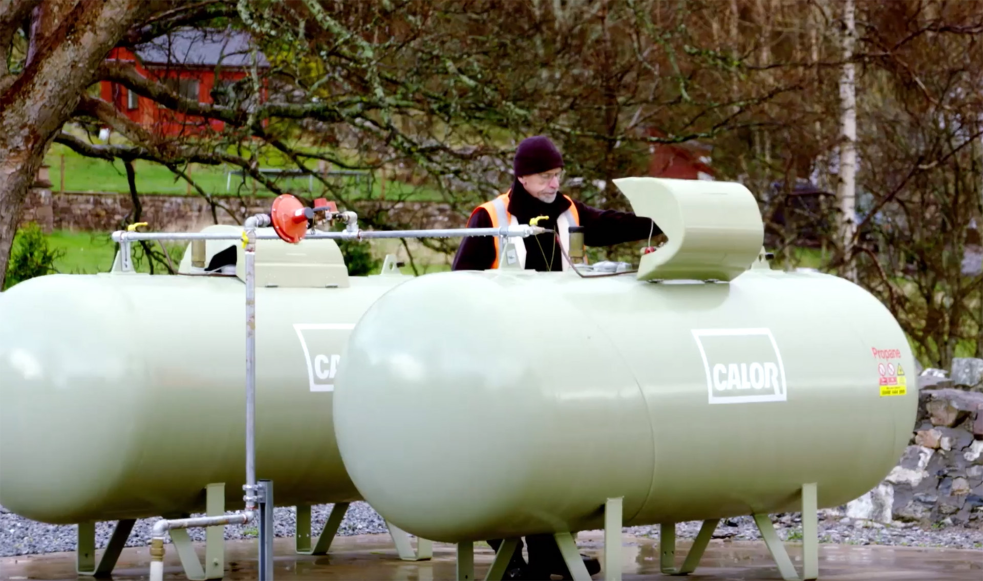 Calor employee inspecting Calor LPG bulk tank